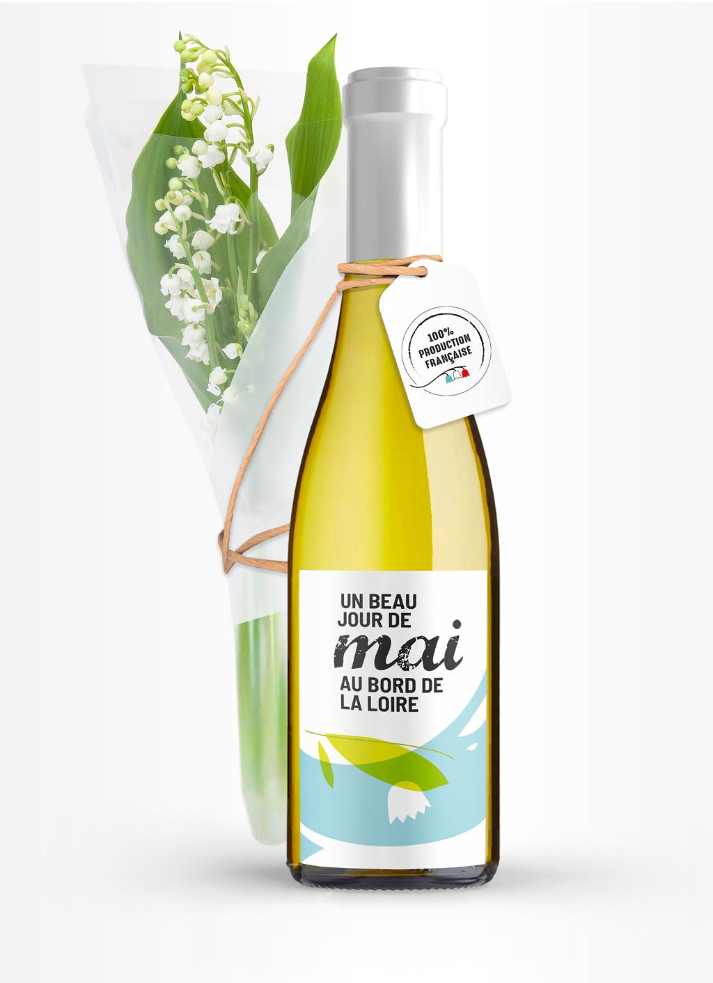 «Un beau jour de mai au bord de la Loire». Bouquet de muguet 100% production française lié par un cordon kraft à une fillette de vin blanc. L'étiquette, très épurée, représente, de manière abstraite et colorée, la Loire et un brin de muguet.